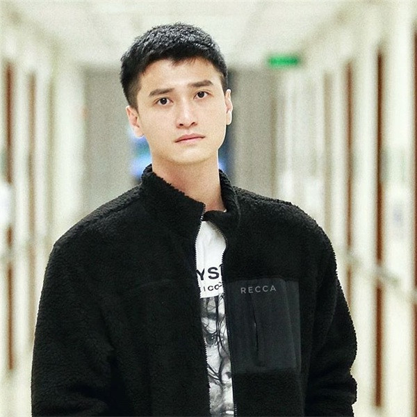 Huỳnh Anh lại xin lỗi và hứa sửa đổi sau khi tố ngược đoàn phim dùng tên tuổi mình để PR