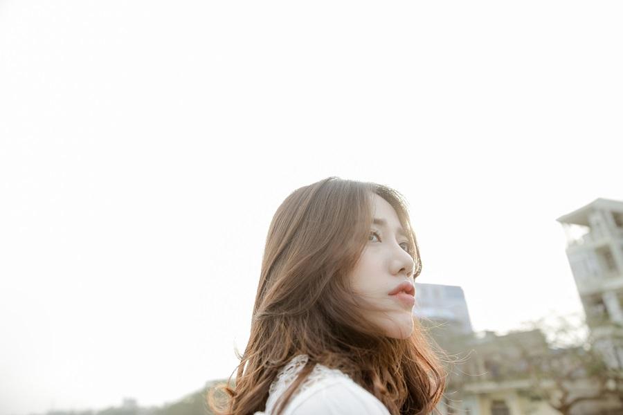 """Nỗi đau bay đi, bình yên ở lại trong MV """"Em Về Trời của Phùng Khánh Linh"""