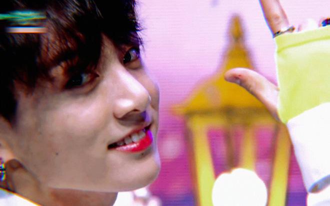 Cư dân mạng náo loạn với màn ending thần thánh gây bão thế giới của Jungkook (BTS)