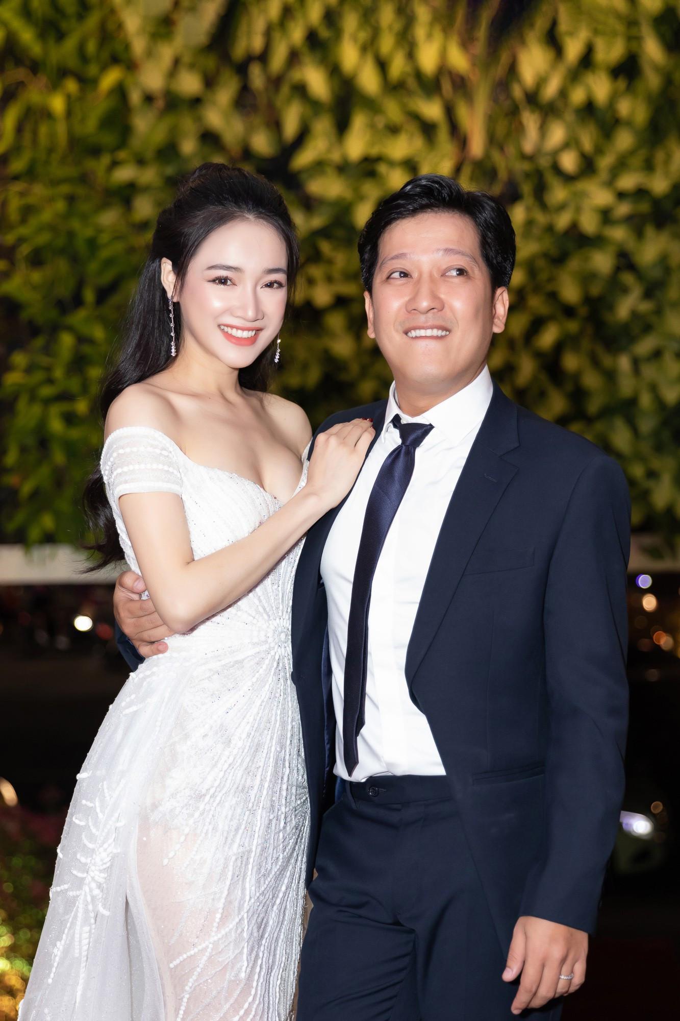 Nhã Phương - Trường Giang tay đan tay, lần đầu lộ diện cùng nhau sau nửa năm tổ chức đám cưới