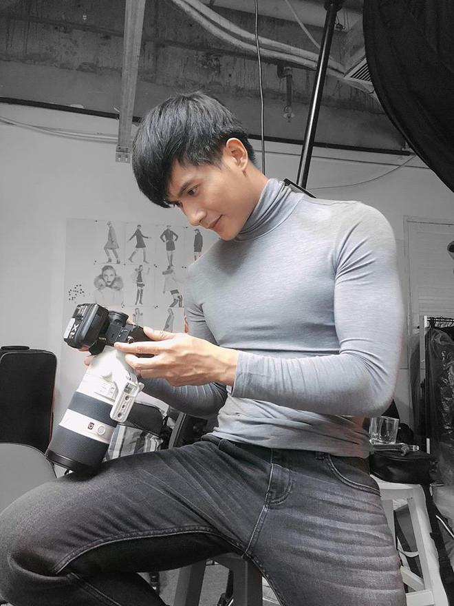 Danh tính chàng thị vệ si tình Chi Pu trong MV mới: Cao 1m83, đẹp trai, độc thân nhưng đó chưa phải tất cả!