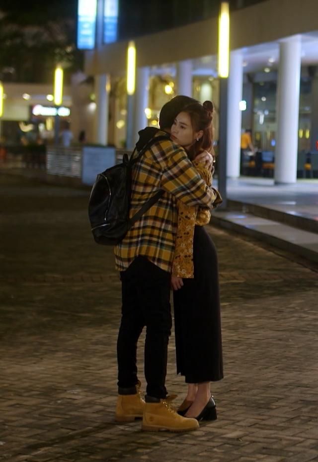 An Chi – Nam Phong trao nhau nụ hôn đầu trong bệnh viện, Minh Huy tiếp tục bị bỏ rơi dưới làn mưa