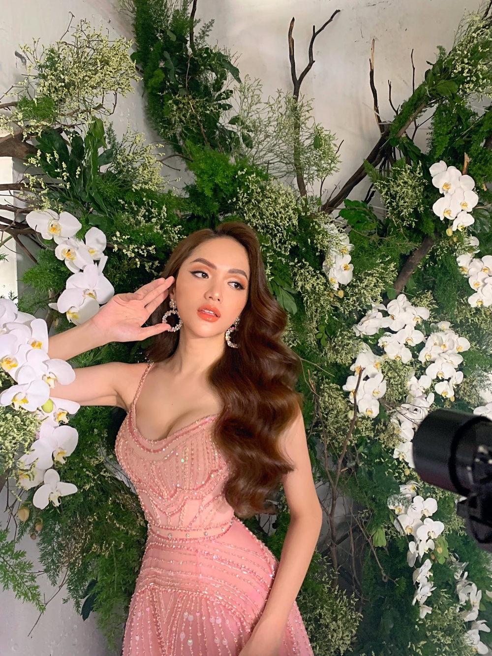 Hoa hậu Hương Giang xinh như búp bê sống, dân mạng không  tiếc lời khen là thần tiên tỉ tỉ