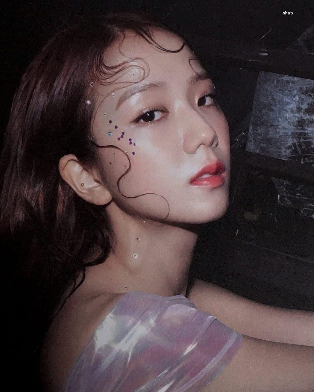 Vốn xinh sẵn lại được makeup đúng chuẩn sương sương, chẳng trách Jisoo được gọi là nữ thần