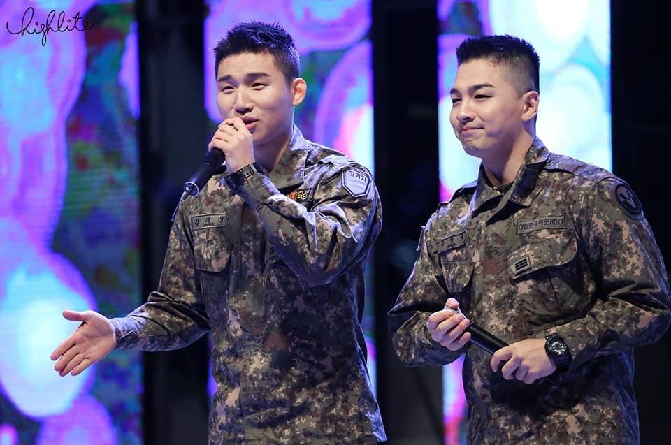 Trọn vẹn khoảnh khắc tình tứ hết nấc của Daesung và Taeyang (Big Bang) tại sự kiện quân đội