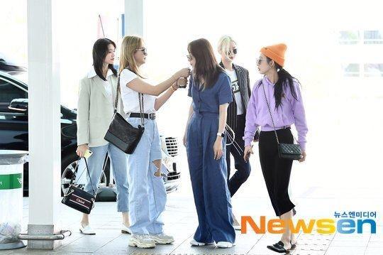 EXID rạng rỡ vui đùa ở sân bay, LE: Ai nói rằng mọi chuyện đã kết thúc?
