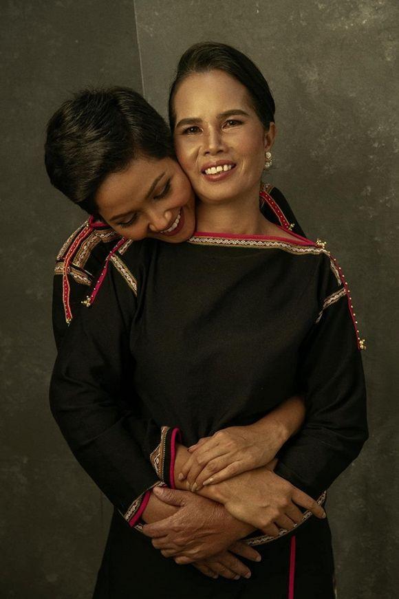 Sao Việt đồng loạt gửi lời tri ân đến mẹ trong Ngày của Mẹ