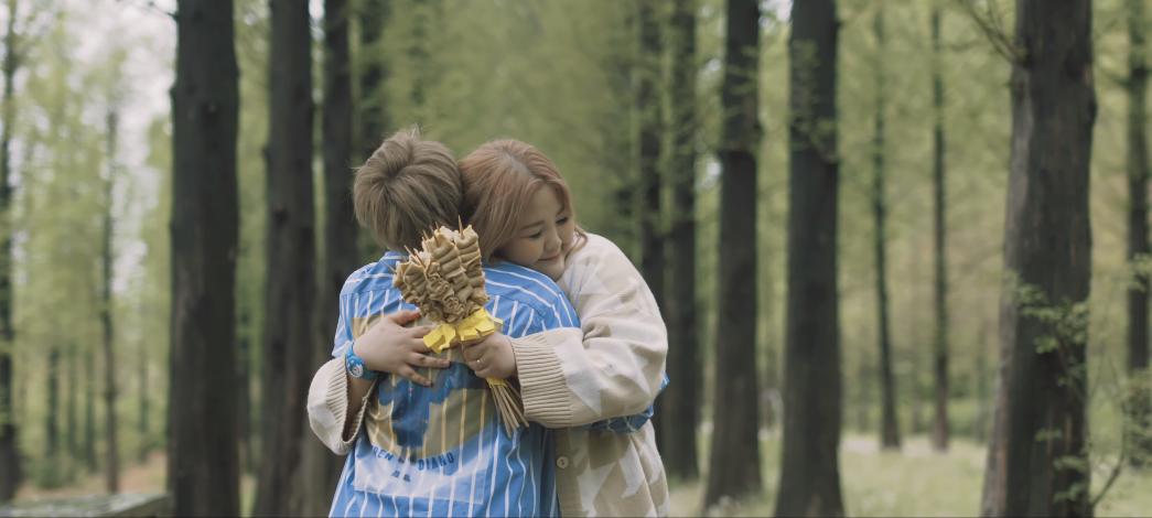 Tan chảy với chuyện tình chàng gầy - nàng béo trong MV mới của Đức Phúc: Yêu là chấp nhận con người của nhau