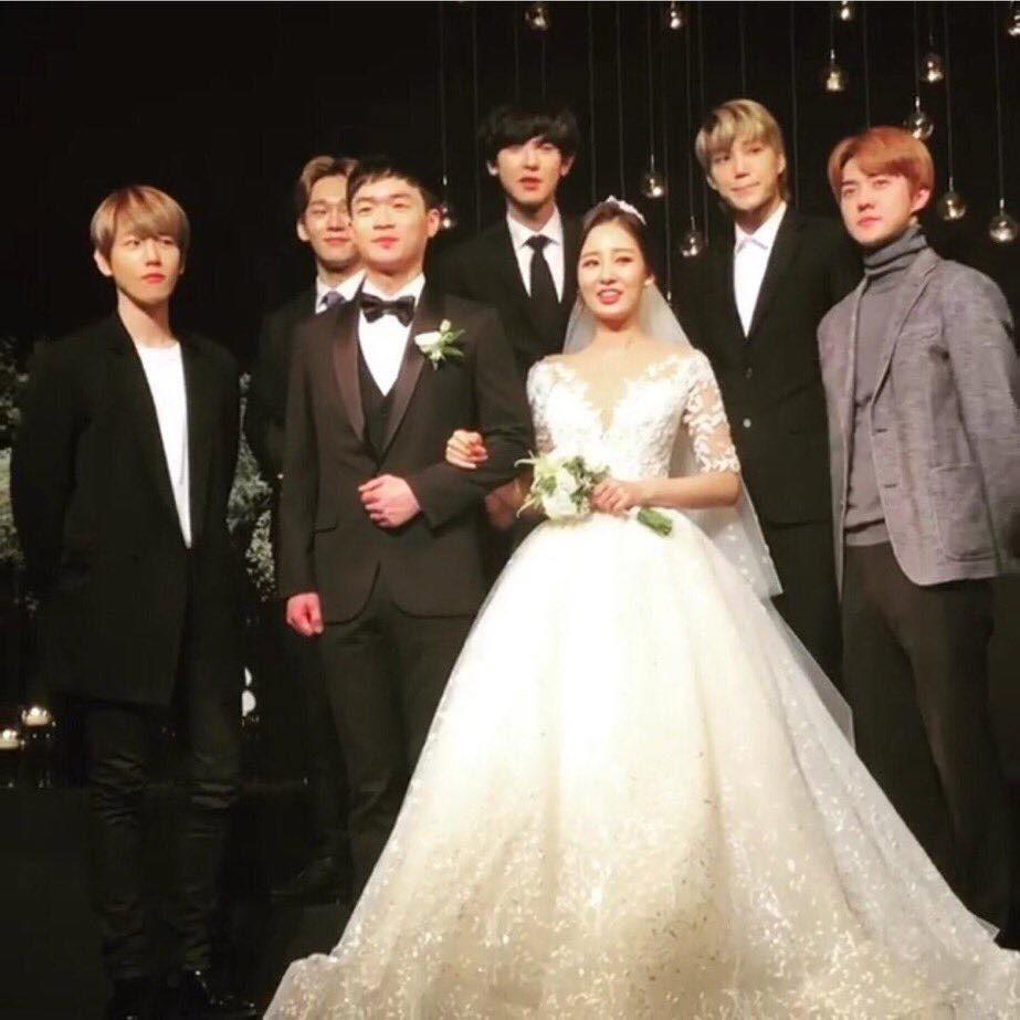 Sao nam Hàn Quốc dự đám cưới: BTS diện đơn giản, Kwang Soo bị ném đá vì mặc nổi hơn chú rể