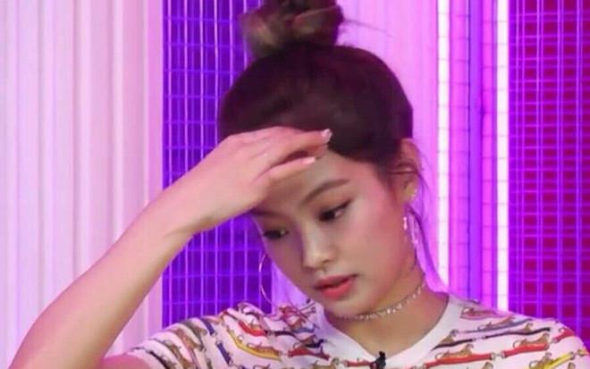 Lạ lùng như Jennie - xinh đẹp, thần thái ngút ngàn nhưng toàn đăng ảnh gây suy nhược