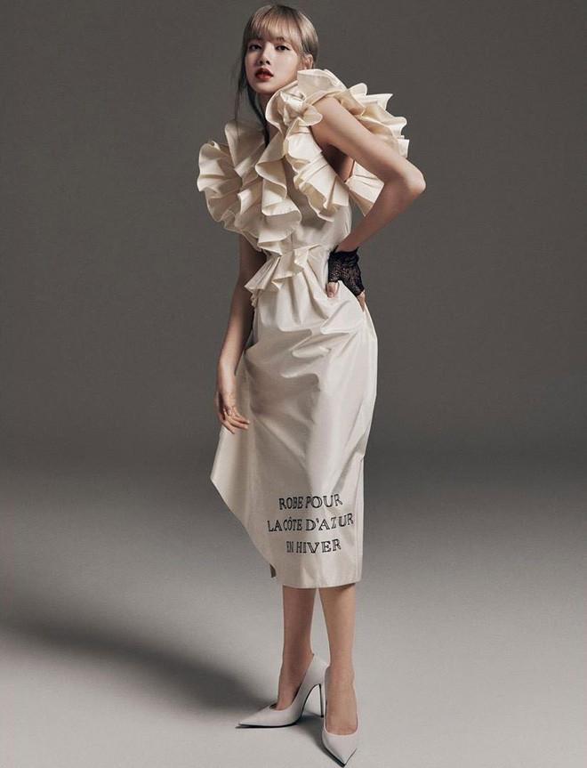 Cùng lên bìa tạp chí thời trang danh tiếng: Jennie, Lisa hay Jisoo mới là người lấn át về thần thái và phong cách?