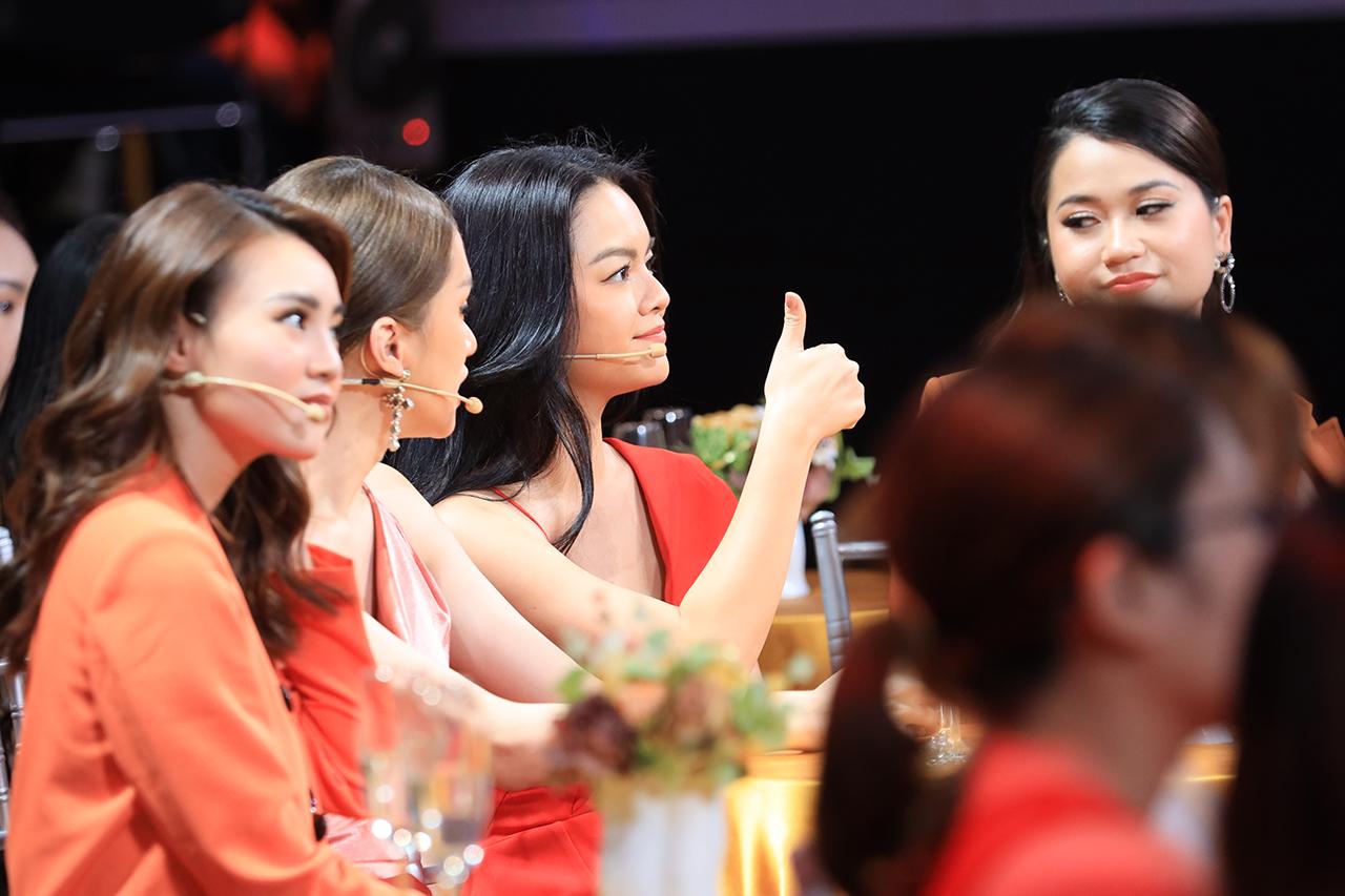 Phạm Quỳnh Anh xuất hiện rạng rỡ sau khi chính thức làm mẹ đơn thân