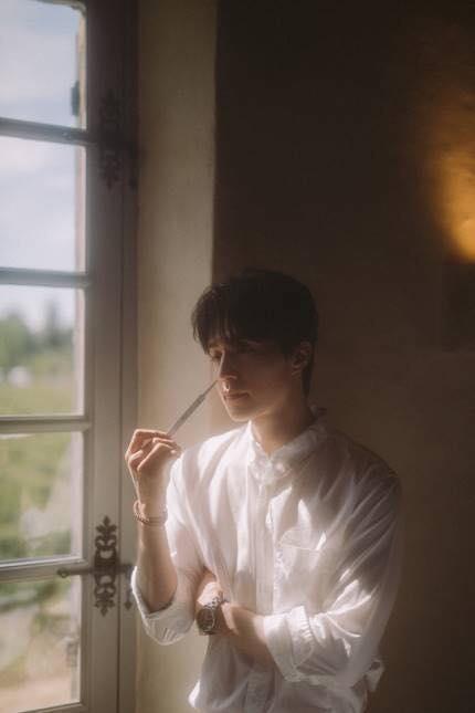 Lại là Lee Dong Wook với những khoảnh khắc khiến fan phải thốt lên : Dừng lại nhanh, cười cái nữa là tim em đứt phanh