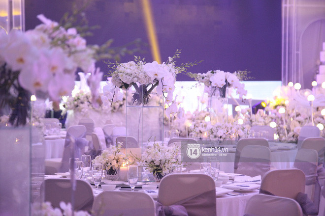 Cận cảnh không gian tiệc cưới sang trọng, ngập tràn hoa tươi của Dương Khắc Linh và Ngọc Duyên