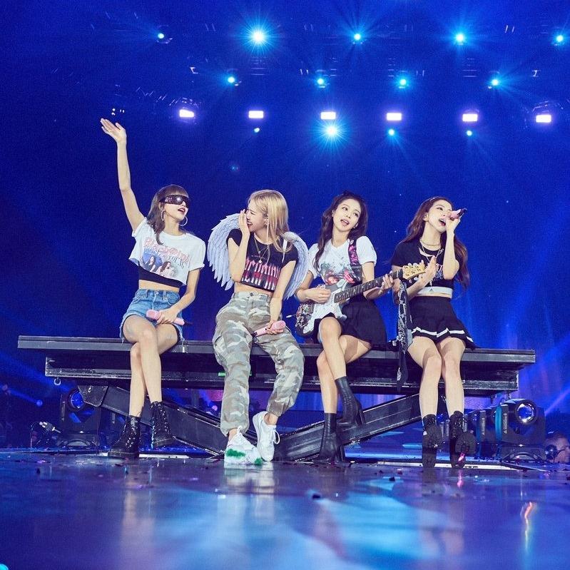 """Lần lượt cho 3 ông lớn JYP, SM, Big Hit """"ngửi khói"""" trên YouTube, BLACKPINK đã có hành trình vươn lên ngôi hậu như thế nào?"""