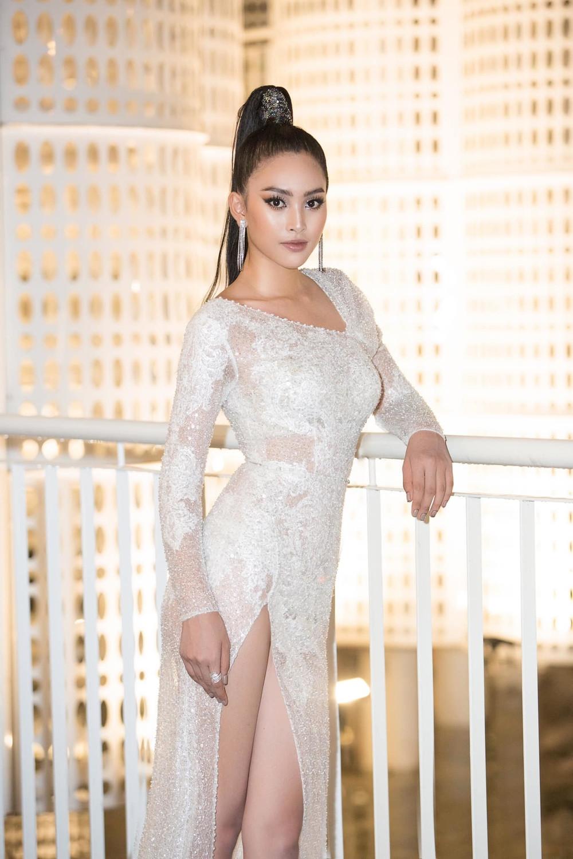 Thời trang sao Việt tuần qua: Ngọc Trinh, Chi Pu và dàn mỹ nhân Việt đua nhau khoe chân dài, hở bạo
