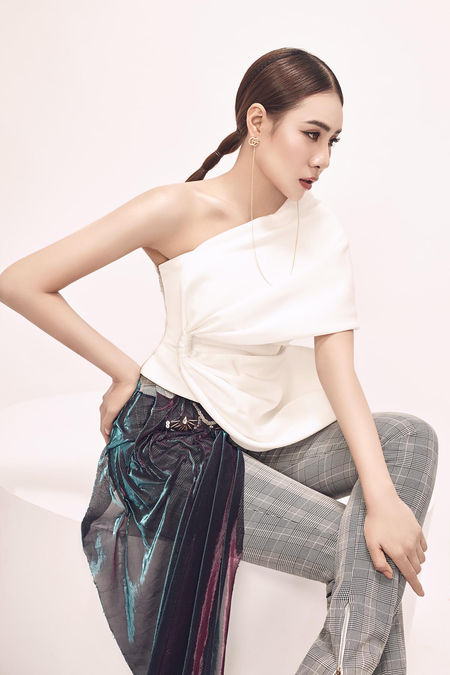 """Sexy không kém """"top model"""" Thái Lan, Hồ Bích Trâm hớp hồn khán giả với bộ ảnh đầy mê hoặc"""