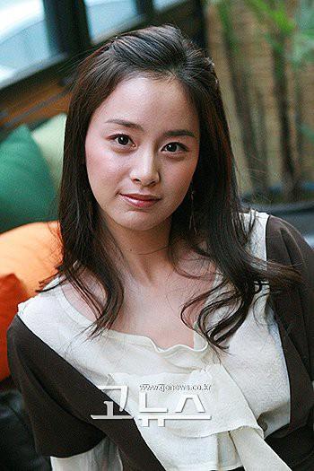 Ai ngờ nữ hoàng đẹp không góc chết Kim Tae Hee cũng từng có thời gây tá hỏa vì gương mặt khó đỡ thế này