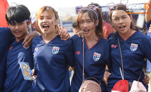 Anh Đức ghi bàn phút bù giờ, tuyển Việt Nam hạ Thái Lan để vào chung kết Kings Cup