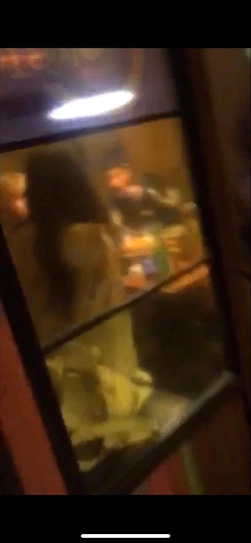 Nữ thần lai Nancy gây sốc vì bị fan cuồng chụp được ảnh uống rượu đêm, hút thuốc với 2 mỹ nam The Boyz ở bar?