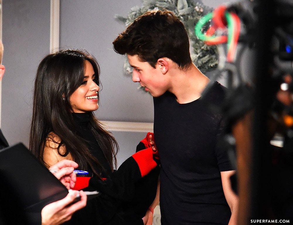 Trụy tim trước nụ hôn tình tứ của Camila Cabello và Shawn Mendes trong teaser MV mới