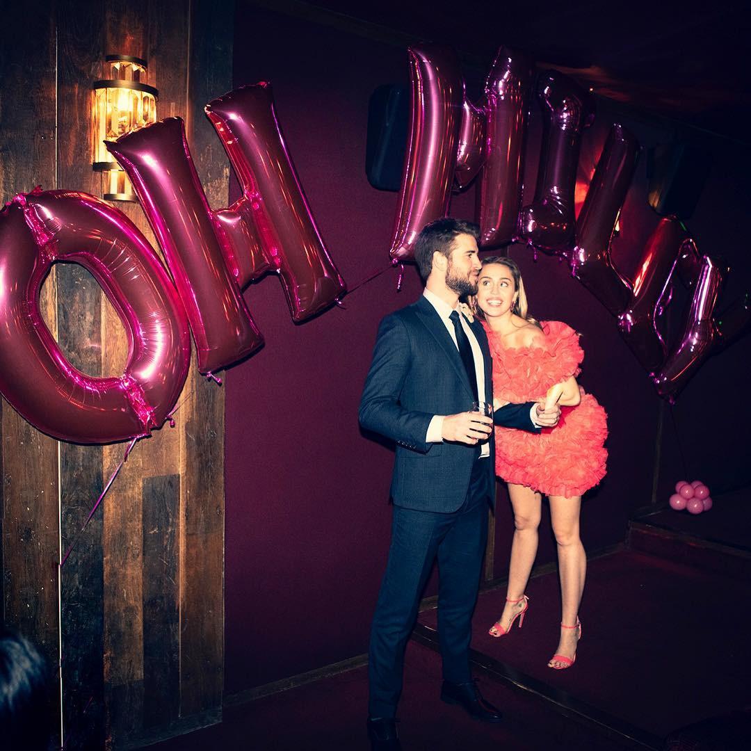 Cặp đôi vàng của làng Instagram Liam và Miley Cyrus: Khiến cả thế giới ghen tị vì quá tình, quậy hết phần thiên hạ