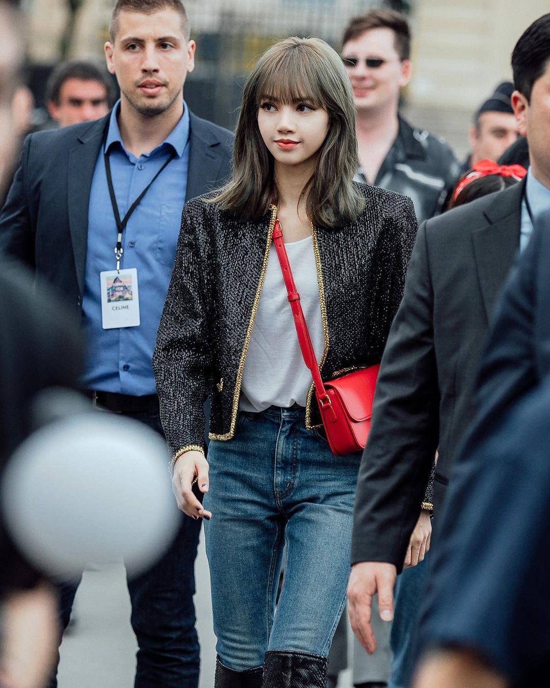 Ngỡ ngàng trước loạt ảnh bùng nổ visual của Lisa (BLACKPINK) tại Paris: Thần thái quyền lực, chân dài khó tin
