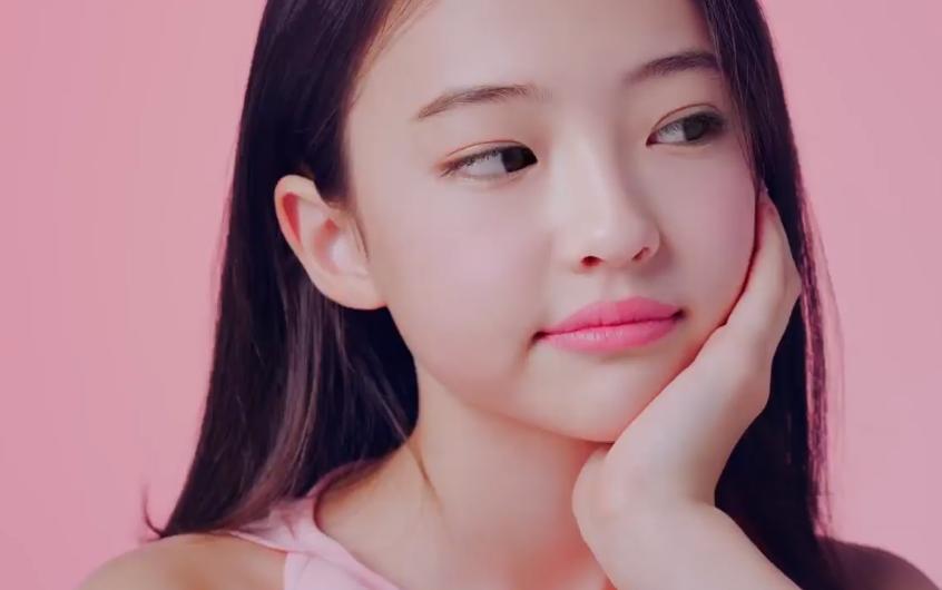 YG chưa hết ồn ào: Quảng cáo kem của mẫu nhí bản sao Jennie gây tranh cãi vì bị cho là phản cảm