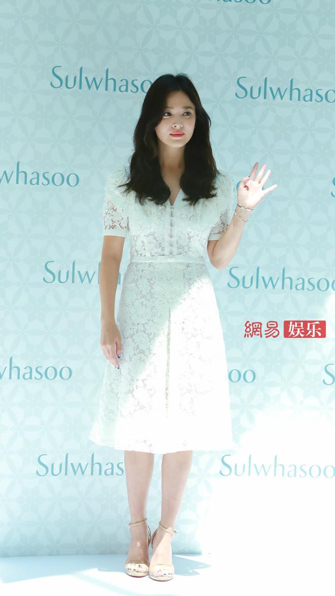 HOT: Song Hye Kyo lần đầu lộ diện sau vụ ly hôn ngàn tỷ, nhan sắc cực phẩm nhưng lại tiều tụy đến xót xa