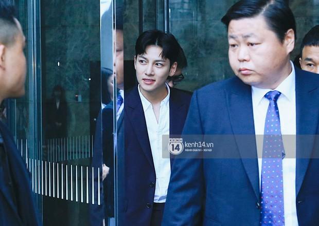 Hari Won đăng ảnh selfie cận mặt Ji Chang Wook, vẻ đẹp cực phẩm của nam tài tử xứ kim chi được phô diễn trọn vẹn