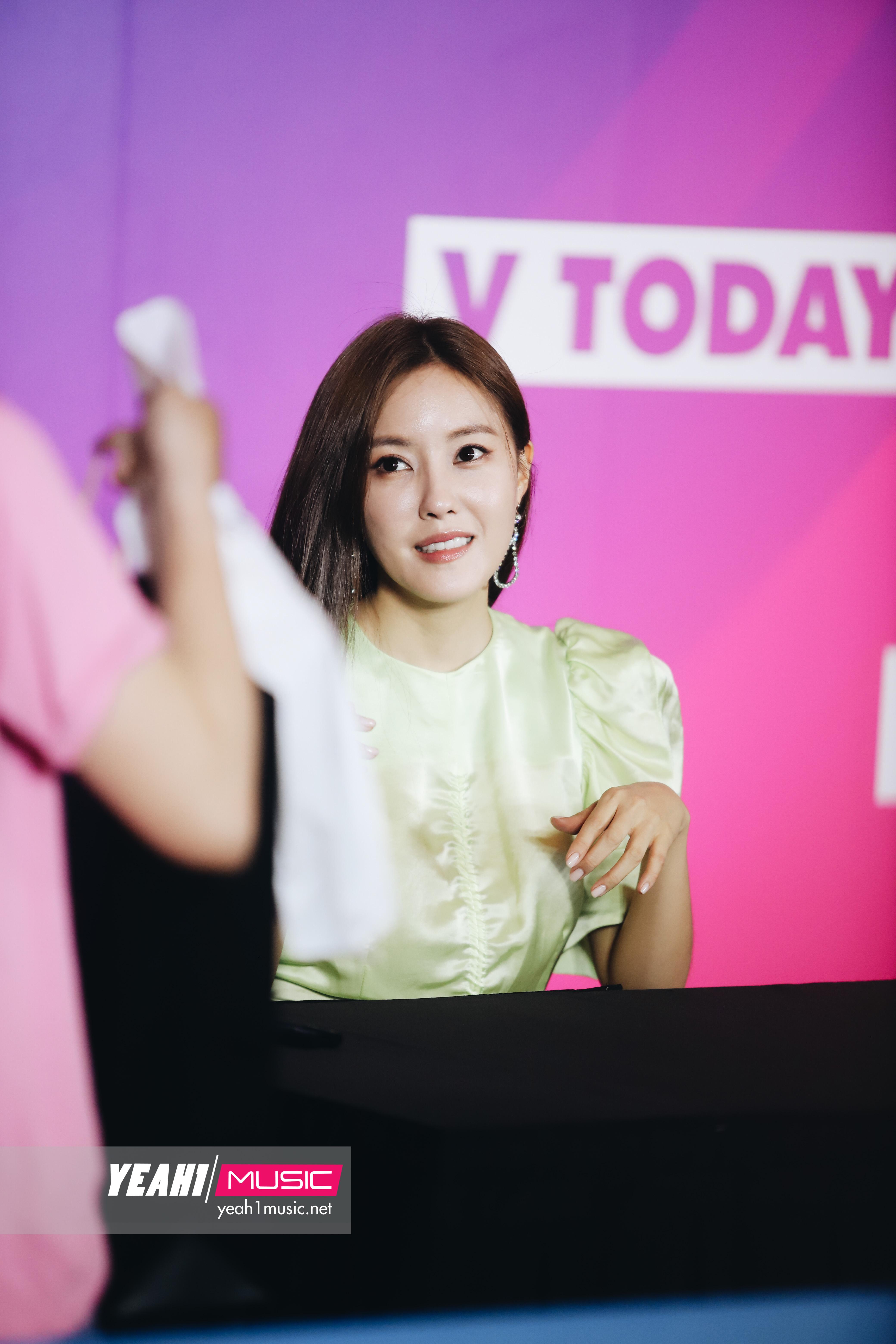 Kim Jaejoong và Hyomin thân thiện, đẹp cực phẩm trong buổi fansign khiến fan Việt ngất ngây