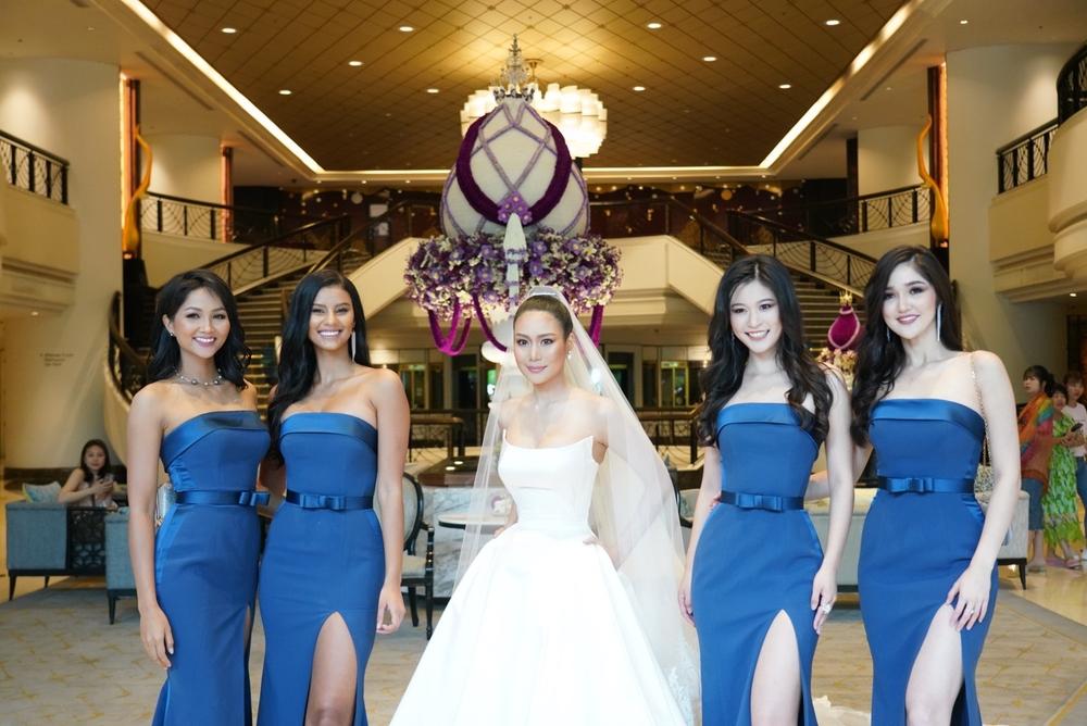 HHen Niê để tóc dài dịu dàng bất ngờ, rạng rỡ làm phù dâu cho Hoa hậu Thái Lan