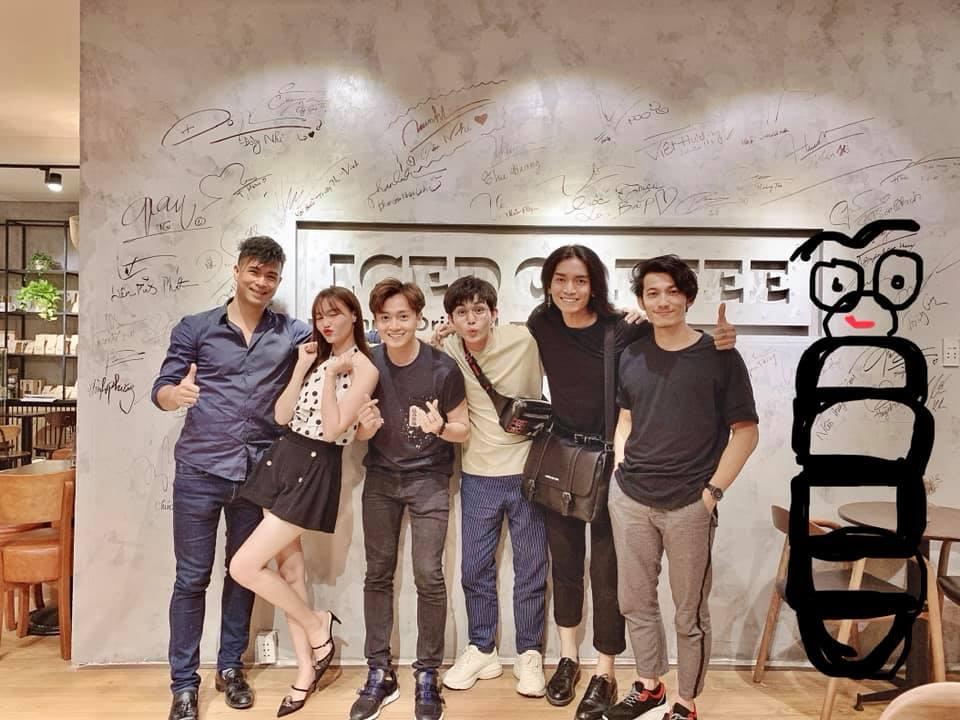 Dàn cast Chạy Đi Chờ Chi hội ngộ mừng sinh nhật Jun Phạm, BB Trần và Trấn Thành nổi nhất vì lý do này