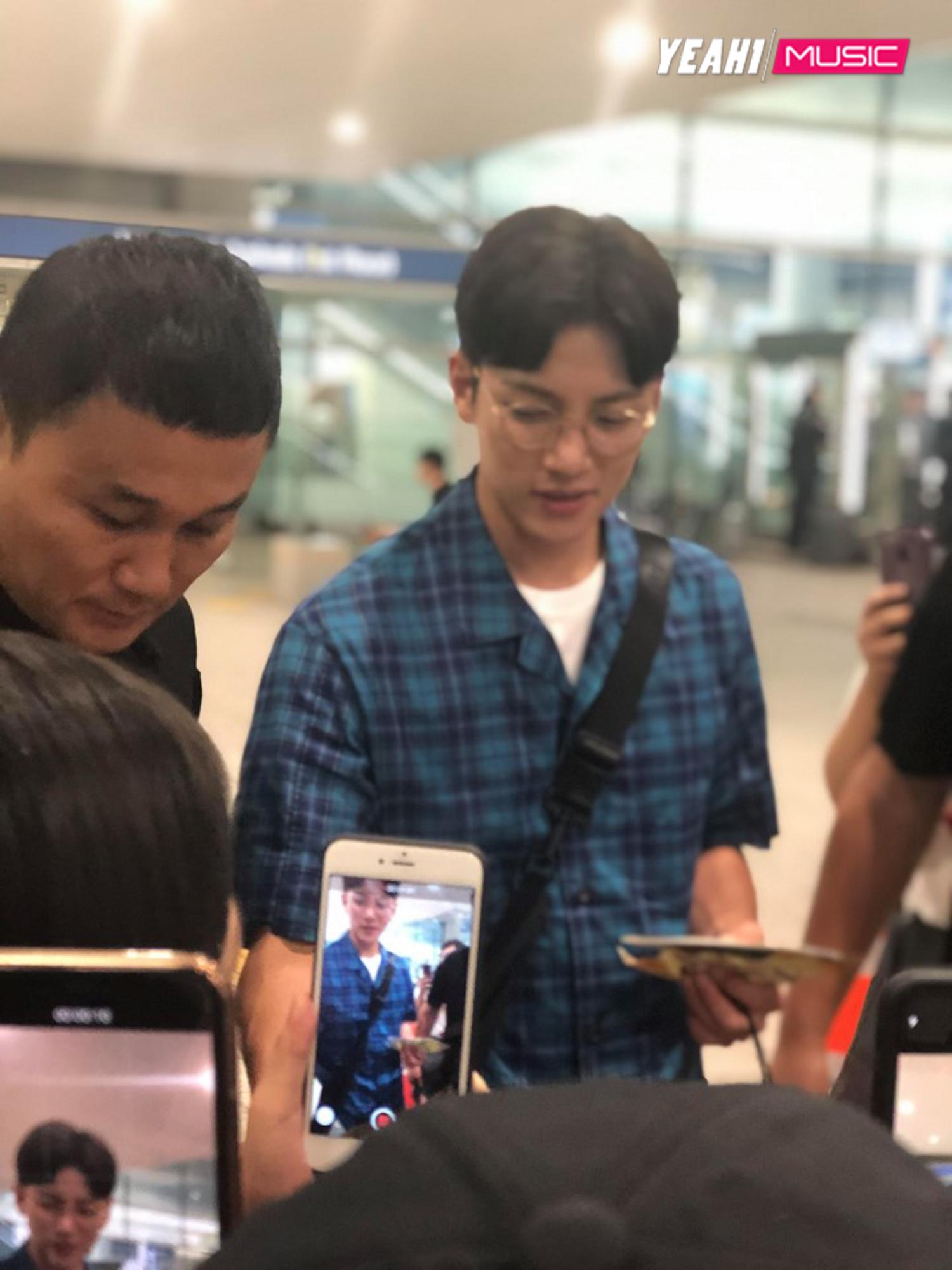Ji Chang Wook điển trai cực phẩm trở về Hàn Quốc sau lịch trình ở Việt Nam