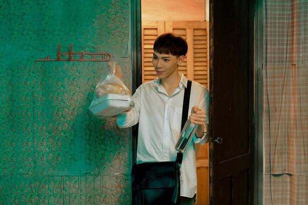 Erik hôn bạn diễn cực táo bạo, hát ballad trong MV mới: Hoàng tử ballad liệu có tiếp tục tạo hit khi hát thể loại sở trường?