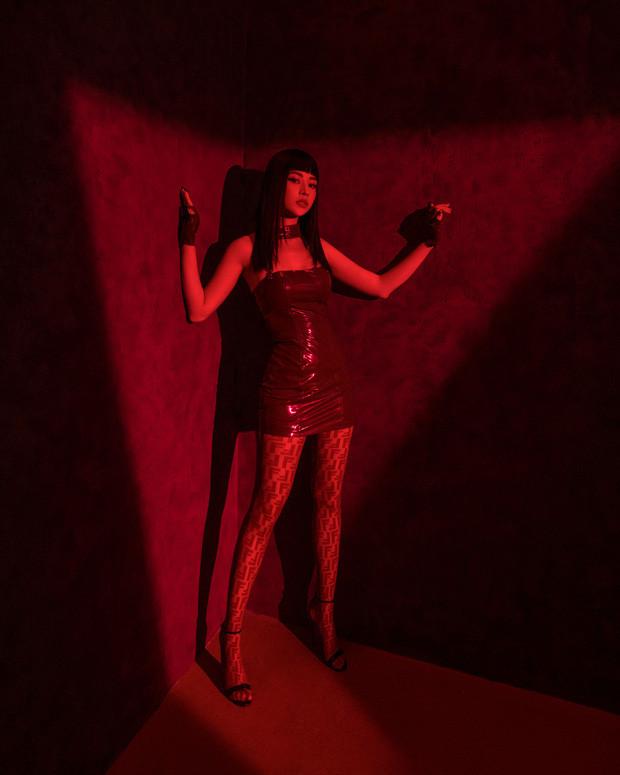 Chi Pu lột xác 360 ° thành nữ sát thủ, khoe vũ đạo điêu luyện và đọc rap trong MV Em Nói Anh Rồi