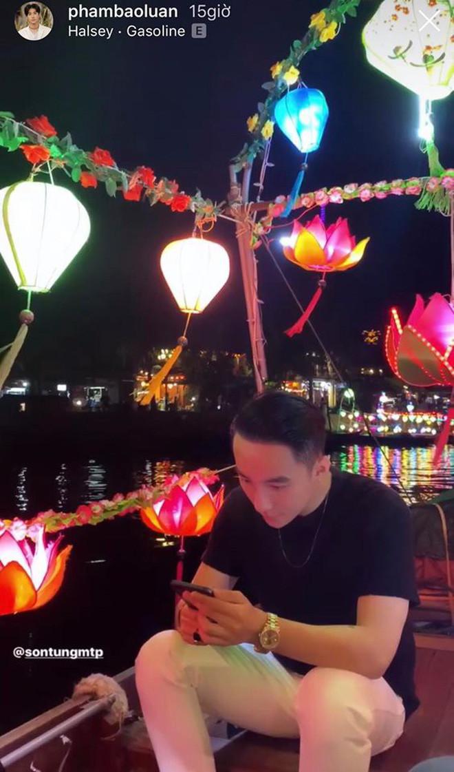Trên sông Hoài ở Hội An, Sơn Tùng đăng story đi thuyền đêm lung linh làm fan chỉ ước được là người ngồi đối diện