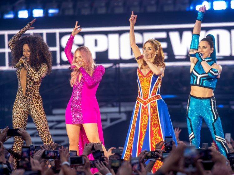 Tour diễn Dreamday của TWICE thu 4 triệu USD/đêm, vượt qua huyền thoại Spice Girls