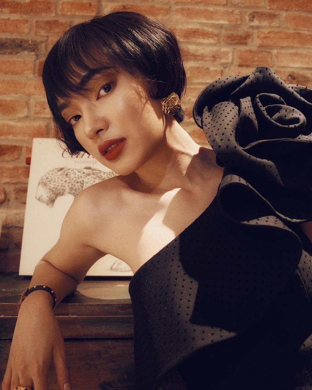 Bức ảnh chưa qua chỉnh sửa hội tụ 6 mỹ nhân Việt: Hari Won trẻ đẹp xuất sắc lấn át đàn em