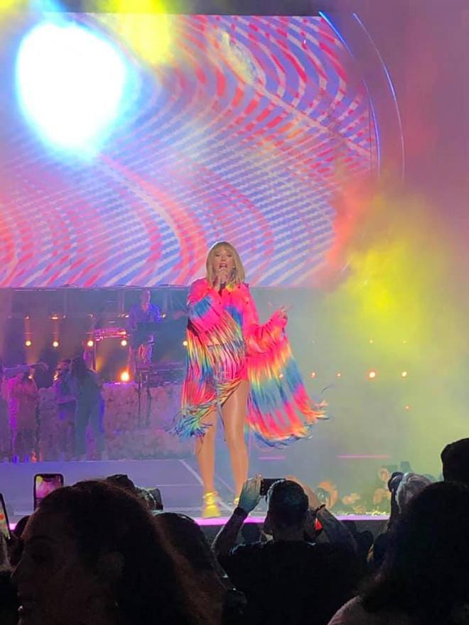 Tìm ra fan Việt số hưởng nhất quả đất: Được Taylor Swift mời qua nhà chơi rồi làm bánh cho ăn, tới giờ vẫn chưa dám tắm vì cái ôm của idol