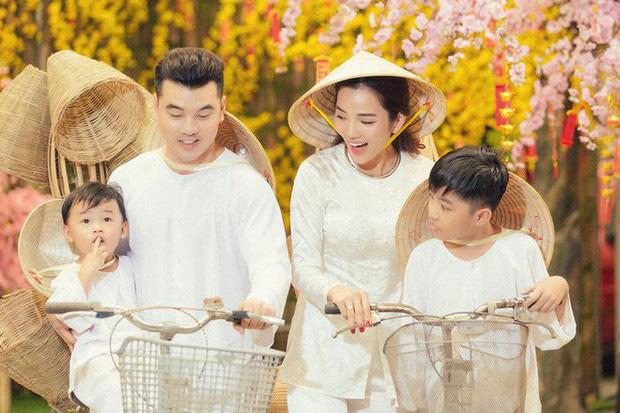 Bà xã Ưng Hoàng Phúc đăng ảnh siêu âm con thứ 3, hạnh phúc khoe mặt giống hệt anh ba Jonny