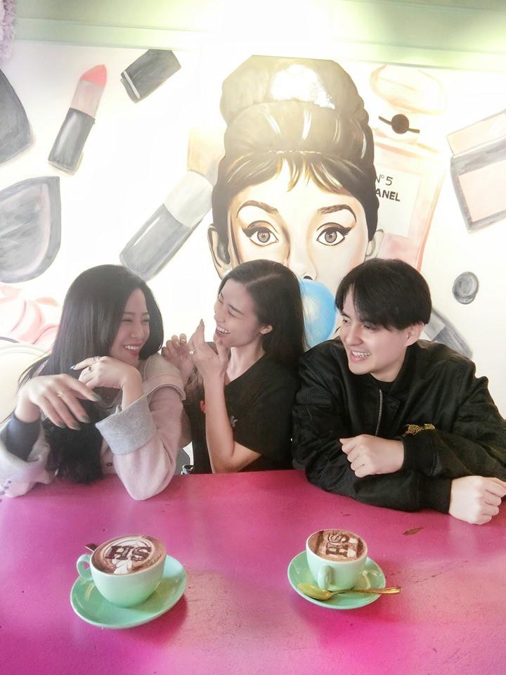 Đông Nhi hội ngộ em gái Ông Cao Thắng, nhan sắc trẻ trung của hai chị em khiến fan khen không ngớt lời