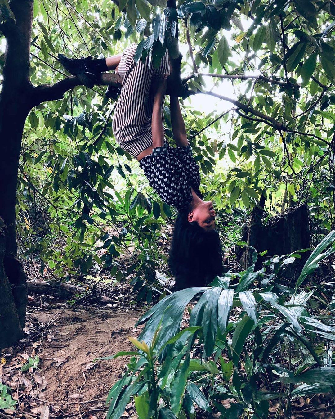 Chơi lễ bá đạo như HHen Niê: lên đồ sành điệu để...đu cây