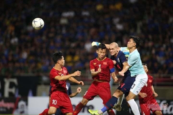 Văn Lâm cứu thua xuất sắc, tuyển Việt Nam hòa nghẹt thở trên sân Thái Lan
