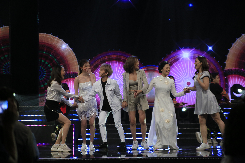 Dàn diễn viên Về nhà đi con trổ tài làm ca sĩ với Để Mị Nói Cho Mà Nghe