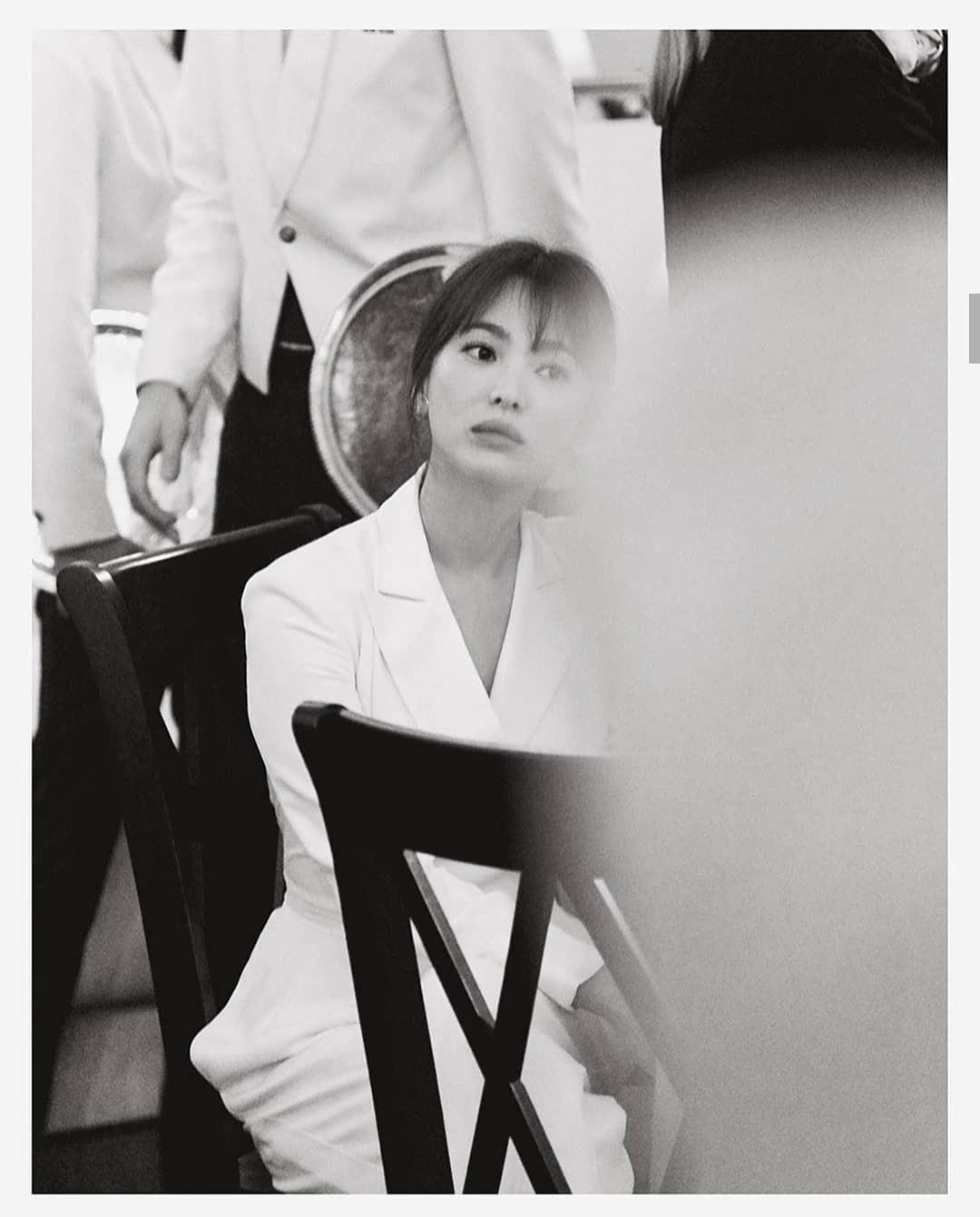Đẳng cấp là mãi mãi: Trọn bộ ảnh Song Hye Kyo tái xuất đẹp đỉnh cao với thần thái chị đại