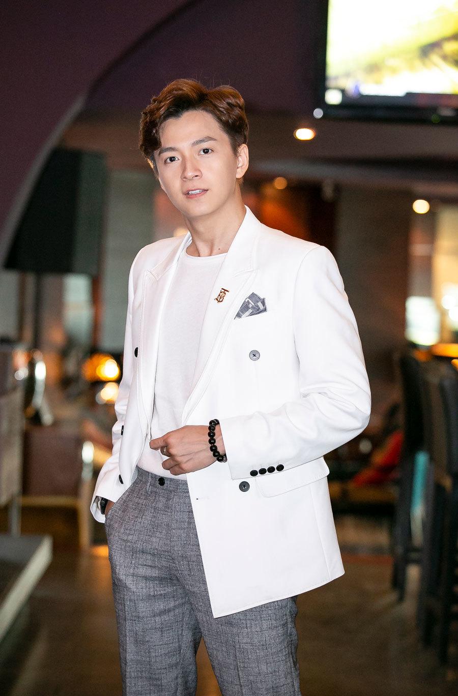 Ngô Kiến Huy tiết lộ phản ứng bất ngờ của bố mẹ khi nghe tin đồn con trai yêu BB Trần