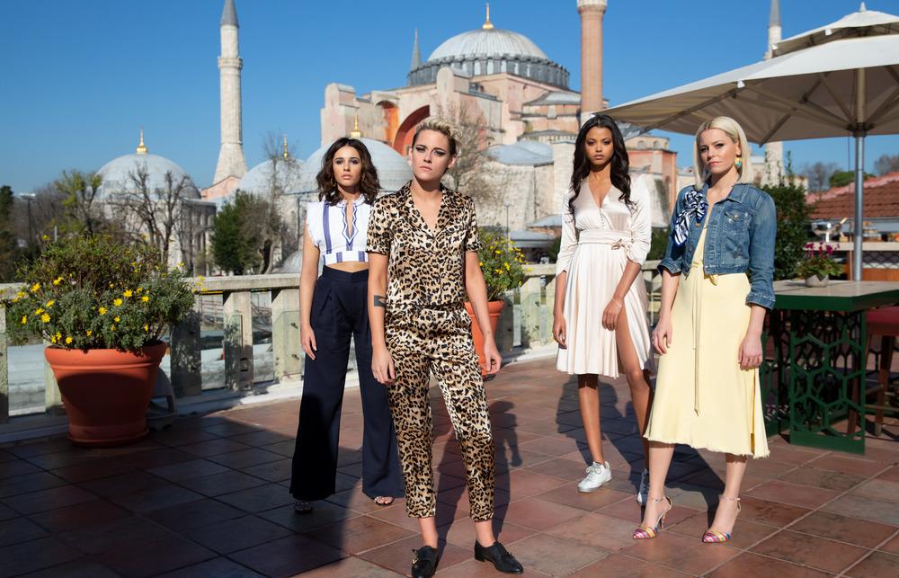 Ariana Grande, Miley Cyrus và Lana Del Rey gây bão khi kết hợp trong nhạc phim Charlies Angels