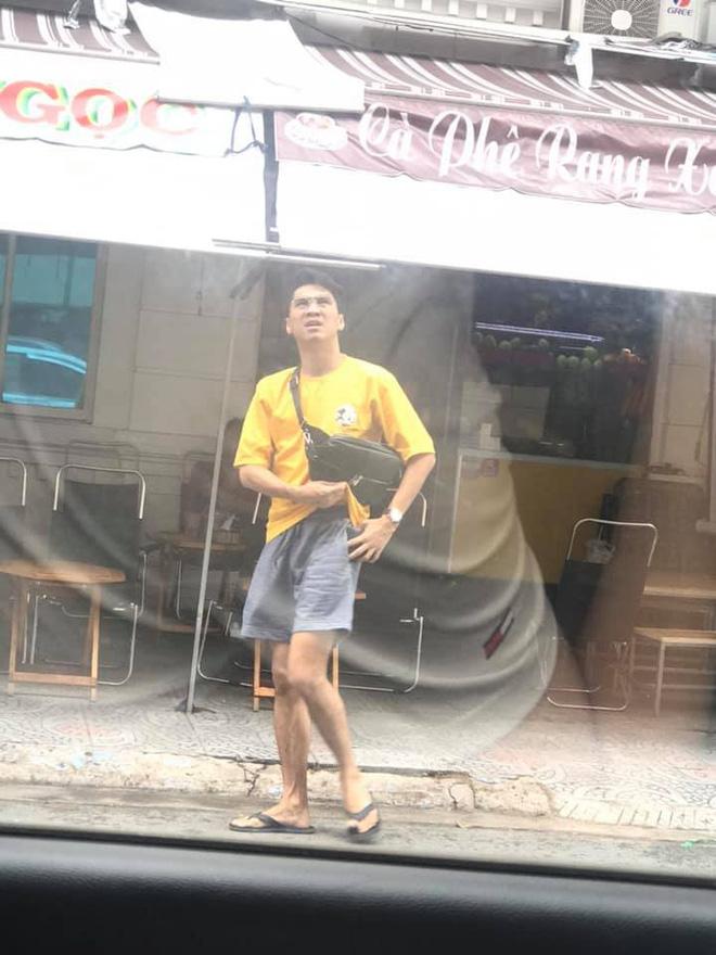 Không còn hình ảnh soái ca, Pew Pew bị fan bắt gặp mặc quần đùi áo thun cực giản dị