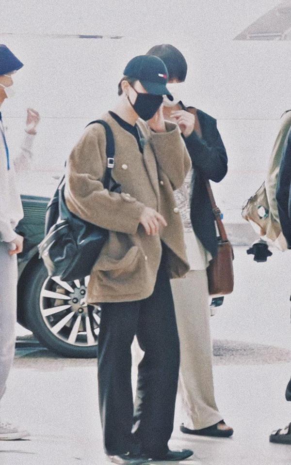 BTS kết thúc kỳ nghỉ dài, xuất hiện tại sân bay chuẩn bị cho lịch trình mới